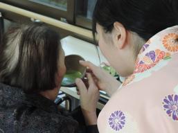 利用者様に春茶をお楽しみ頂きました.JPG